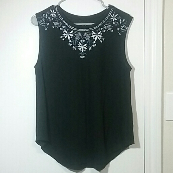 Old Navy Tops - Black with embroidery sleeveless top